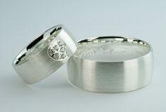 0fe42e82e72a Obrączki srebrne - wzór Ag-157. Niesamowite srebrne obrączki ślubne z sercem  wysadzanym cyrkoniami Swarovskiego