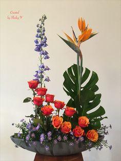 Tropical Floral Arrangements, Unique Flower Arrangements, Unique Flowers, Floral Centerpieces, Tropical Flowers, Modern Floral Design, Church Flowers, Ikebana, Flower Decorations