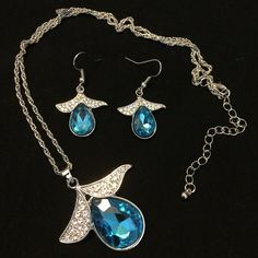 Set of Blue Gem Rhinestone Necklace and Earrings Beautiful and popular! Jewelry Earrings