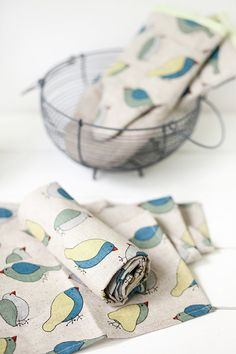 Linen grey kitchen tea towel with birds print. Linen towels - Linen tea towels with birds- Linen kitchen towels set of 2 with green blue birds