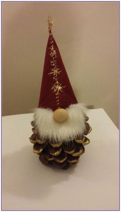 20 christmas gnome ornaments a quick, adorable craft 00012 * kebun. Christmas Sewing, Christmas Gnome, Christmas Art, Christmas Projects, Fun Projects, Christmas Pom Pom, Christmas Kitchen, Gnome Ornaments, Diy Christmas Ornaments