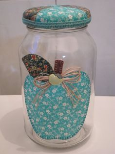 Repurpose of a jar decoración accesorios поделки, пластиковые контейнеры и Jar Crafts, Bottle Crafts, Diy And Crafts, Arts And Crafts, Mason Jar Gifts, Mason Jars, Shabby, Bottle Painting, Patch Quilt