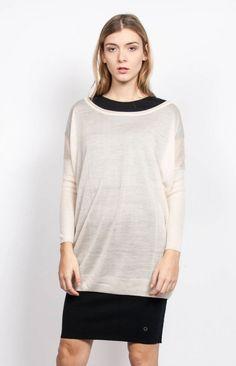 JOAN - Cream Oversized and light sweater. #anglestore #cream #knitwear #simple #basic #design #fashion