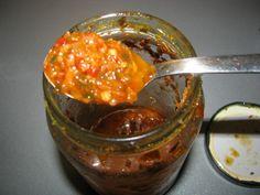 Sauce chien (Antilles) Cette spécialité antillaise (attention, c'est fort) accompagne parfaitement grillades, viandes et poisson.  En l'agrémentant d'une cuillère à soupe de moutarde, elle accompagne idéalement le riz.