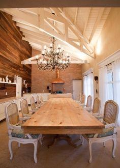 """Casa """"de fazenda"""", no interior de SP, mistura rústico e moderno em 900 m² e pé direito altíssimo - Casa e Decoração - UOL Mulher"""