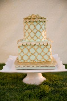 Gorgeous mint green and gold cake from Madisons on Main. Photo by Candi Coffman Photography oklahoma-wedding-cakes Mint Wedding Cake, Wedding Mint Green, Square Wedding Cakes, Wedding Cake Photos, Sage Wedding, Square Cakes, Wedding Bells, Boho Wedding, Dream Wedding