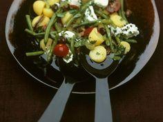 Kartoffelsalat auf mediterrane Art mit grünen Bohnen und Ziegenkäse ist ein Rezept mit frischen Zutaten aus der Kategorie Kartoffelsalat. Probieren Sie dieses und weitere Rezepte von EAT SMARTER!
