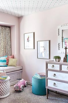 Elegant pink girl's room boasts pink walls painted in Farrow & Ball Calamine accenting ceiling covered in aqua blue stars wallpaper. Accent Wall Bedroom, Bedroom Decor, Blue Star Wallpaper, Wall Wallpaper, Trendy Wallpaper, Farrow And Ball Bedroom, Pink Bedroom For Girls, Fantasy Bedroom, Houses