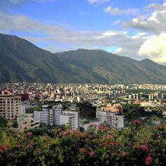 #Caracas Al menos una familia en #Venezuela dormirá más feliz hoy #ytodossabemoscuales   Foto de la web de @plancaracas_2020