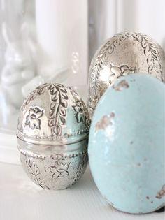 Silver eggs