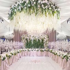 Talk about wow-worthy! This installation was designed by world-renowned, Moscow-based designer Masha Kamenskaya who will make her first ever North American appearance with a design installation at the #WedLuxeShow on January 15th at #TheCarlu! | WedLuxe Magazine | #wedding #luxury #weddinginspiration #luxurywedding #floral #floralarrangement #flower #eventdesign #decordesign #tablescape