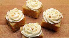 Ukens matblogger: «Hele Norge baker»-Helenes saftige gulrotkake i langpanne Map Cake, Carrot Cake, Tea Time, Frosting, Carrots, Cake Recipes, Bakery, Sweets, Cookies
