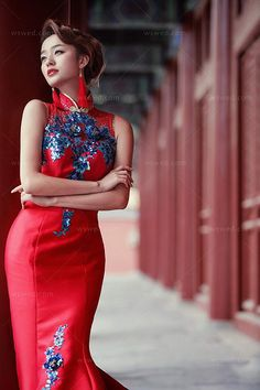 Chinese Gown, Japanese Sexy, Sexy Wedding Dresses, Cheongsam, Ao Dai, Asian Fashion, Traditional Outfits, Asian Woman, Asian Beauty