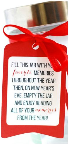 Year of Memories Jar ~ Fill the jar with your favorite memories throughout the year. Then, on New Year's Eve, open the jar and enjoy reading all of your memories. Printable Gift Tag - fun New Years Eve family or couple tradition New Years Eve Traditions, Family Traditions, New Year's Eve Crafts, Fun Crafts, New Year's Eve Activities, Winter Activities, Neighbor Gifts, Gift Tags Printable, New Year Celebration