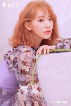 iz*one miyawaki sakura [heart iz] violeta ver Kpop Girl Groups, Kpop Girls, Eyes On Me, Sakura Miyawaki, Yu Jin, Japanese Girl Group, K Idol, Soyeon, Poses