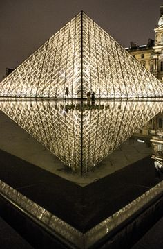 Louvre reflection, Paris by @kali_story