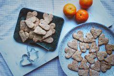 Prøv til jul! happyfoodstories: En ny vri på julebaksten: Pepperkakehjerter m. mandler & dadler