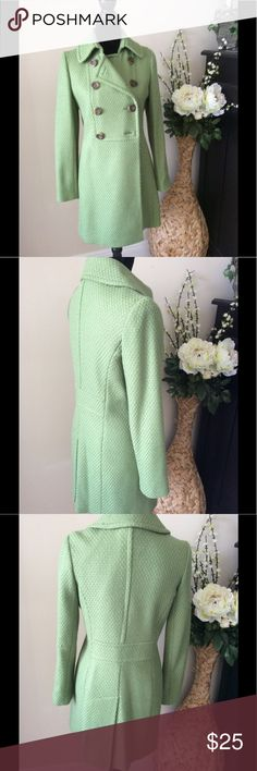 Green tweed jacket with amazing details M Green tweed jacket with amazing details M... its forever 21 but omg the tailoring is high end Forever 21 Jackets & Coats Pea Coats