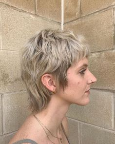 Brightened up shaggy little mullet Mullet Haircut, Mullet Hairstyle, Modern Mullet, Short Mullet, Tomboy Hairstyles, Short Punk Hairstyles, Hair Inspo, Hair Inspiration, Short Hair Cuts