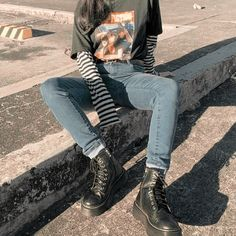 grunge style women's clothing. You are in the right place for grunge maquillaje Here we offer you the most beautiful pictures with the … - myeasyidea sites Edgy Outfits, Mode Outfits, Retro Outfits, Cute Casual Outfits, Vintage Outfits, Fashion Outfits, Fashion Clothes, Hipster Outfits, Indie Rock Outfits