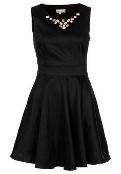 Czarna sukienka koktajlowa z ozdobnymi kamieniami przy dekolcie - zalando
