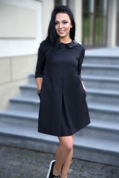 """Suknelė """"Chic"""" – elegancijos ir šiuolaikiškumo harmonija. Suknelė puikiai tiks ir besilaukiančiai moteriai! ♥ Spalva: juoda, apykaklė apdirbta blizgiais, puošnumą suteikiančiais žvyneliais, gale suknelė užsegama paslėptu užtrauktuku. Sudėtis: medvilnė, elastanas , poliesteris. Siūlomi du suknelių ilgiai, priklausomai nuo Jūsų ūgio 160-167 cm bei 168-177 cm. ♥ Galimi dydžiai: XS: ilgiai 86 cm ir 90 cm; S: ilgiai 86 […]"""
