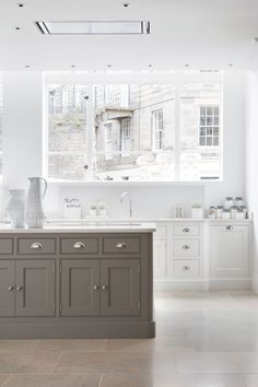 This wonderful white concept can be handcrafted to fit any size of kitchen with its cupboards, drawers and integrated appliances perfectly placed to maximise space and suit the way you use your kitchen. Kitchen Remodel, Luxury Kitchens, Kitchen Design, Kitchen Inspirations, Kitchen Flooring, White Shaker Kitchen, Best Kitchen Designs, Gray And White Kitchen, Luxury Kitchen