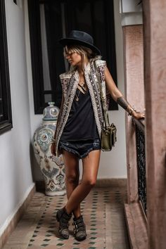 stunning boho chic outfits ideas for 2019 my style - boh Mode Hippie, Bohemian Mode, Bohemian Style, Bohemian Fashion, Boho Gypsy, Hippie Bohemian, Hippie Masa, White Bohemian, Bohemian Dresses