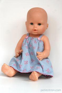 Nouveau DIY : coudre une gown d'été pour un poupon Coin Couture, Baby Couture, Baby Born Clothes, Sewing Baby Clothes, Doll Clothes Patterns, Baby Girl Crochet Blanket, Crochet Baby Cocoon, Toddler Fashion, Kids Fashion