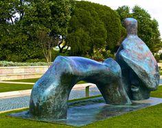 Генри Мур_парковая скульптура_reclining figure_arched legs_1969.jpg
