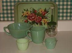 we had tv trays like this one:) Vintage Tv Trays, Vintage Vignettes, Vintage Dishes, Vintage Decor, Kitchen Retro, Green Kitchen, Vintage Kitchen, Vintage Love, Vintage Green