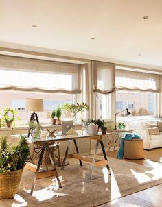 00449580b. Salón con grandes ventanales vestidos con estores_00449580b