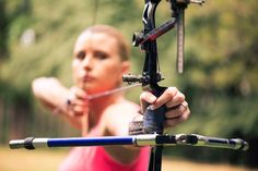 As you begin in archery, the most important aspect to focus on is definitely your form. Proper bow shooting techniques will help you improve your shooting skills Crossbow Targets, Crossbow Arrows, Crossbow Hunting, Archery Hunting, Diy Crossbow, Archery Targets, Archery Lessons, Archery Tips, Quail Hunting