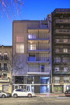 En el encargo de esta promoción para alquiler, el promotor, privado en este caso,pedía apartamentos de unos 55-65m2 de una habitación con opción a una segunda oestudio.