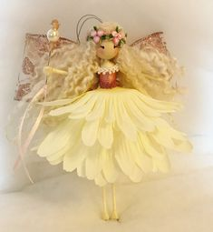 Fairy Crafts, Doll Crafts, Cute Crafts, Wood Peg Dolls, Clothespin Dolls, Craft Stalls, Christmas Fairy, Flower Fairies, Crafts For Girls