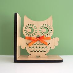 Owl Wooden Bookend - www.graphicspaces.com