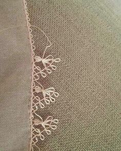 This Pin was discovered by İnc Crochet Unique, Crochet Lace, Sewing Machine Embroidery, Hand Embroidery, Tatting Patterns, Hobbies And Crafts, Diy And Crafts, Lacemaking, Doilies