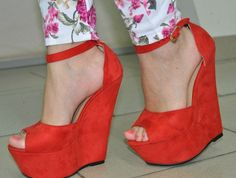 Cool red platform shoes. I had almost the same shoes, but mine were a pale green.  Wore them right down from dancing my nights away, back in the '70s.  LOL  What is old, becomes new again.  ♥♥♥