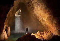 Картинки по запросу Кунгурская ледяная пещера столбы сталактиты