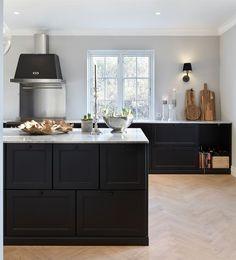Hemma hos Nathalie och Martin i Ramlösa French Kitchen, Rustic Kitchen, Kitchen Decor, Black Kitchens, Home Kitchens, Home Interior, Kitchen Interior, Interior Design, Inexpensive Bathroom Remodel