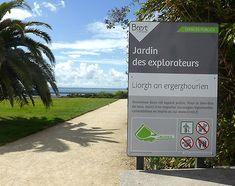 Jardin des explorateurs - Brest (29) Brest, Signs, Glass Display Case, Gardens, Wall Signs, Billboard, Shop Signs, Sign