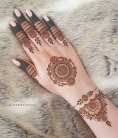 "@leemashenna on Instagram: ""Been wanting to do a design with filled tips for a while now 💛 Feel like this design would be really nice for a Nikah! 👰🏻 . Using…"" Henna Tattoo Hand, Henna Tattoo Designs, Mandala Tattoo Design, Henna Tattoos, 1000 Tattoos, Tattoo Design For Hand, Henna Designs Feet, Finger Henna Designs, Simple Henna Tattoo"