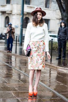 hat+floralprints+orangeheels ...Eleanora Carisi