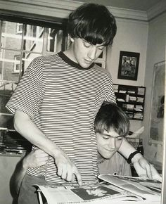 Graham Coxon and Damon Albarn of Blur at Food Records office, Photo by Polly Birkbeck Damon Albarn, Jamie Hewlett, Gorillaz, Band Tumblr, Blur Band, Charlie Brown Jr, Graham Coxon, Johnny Marr, Aesthetic Beauty