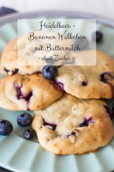 Ein gesunder Snack für Kinder sind diese leckeren Heidelbeer-Bananen Wölkchen … A healthy snack for kids are these delicious blueberry banana clouds with buttermilk. Baking without sugar. Soft biscuits – perfect for little children's hands. Healthy Snacks To Buy, Easy Snacks, Clean Eating Snacks, Healthy Cookies, Eating Raw, Eating Healthy, Baby Food Recipes, Gourmet Recipes, Snack Recipes