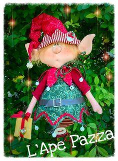 Duende Cute Christmas Ideas, Christmas Elf, Christmas Themes, Handmade Christmas, Vintage Christmas, Christmas Crafts, Christmas Decorations, Felt Crafts Patterns, Santa Wreath
