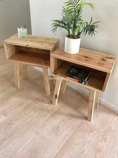 This is a simple yet unique end tables idea of wood pallet for your house use. Give out your house with some sort of cozy and soothing impression by adding up with the so graceful and elegant project of the end tables design right into it. Unique End Tables, Diy End Tables, Wood End Tables, Pallet End Tables, Pallet Furniture Cushions, Wood Furniture, Furniture Ideas, Furniture Outlet, Discount Furniture
