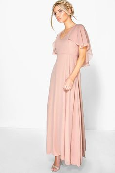 boohoo Hollie Chiffon Cape Detail Maxi Dress in pink blush for summer fresh and elegant Cape Dress, Dress Up, Barbie Dress, Bridesmaid Dresses With Sleeves, Wedding Dresses, Party Dresses, Peach Dresses, Lilac Dress, Bridesmaid Gowns