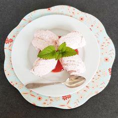 Mit Erdbeeren kann man so richtig leckere Desserts machen. Sahne und Buttermilch passen perfekt dazu.