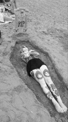 Coffin Kitsch: Goth Day at the Beach #meagankyla #friends